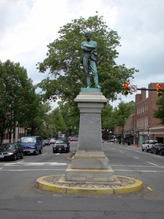 Image: Civil War Soldier Statue; Alexandria, Virginia; erected May 4, 1889 (Ser Amantio di Nicolao via Wikimedia (CC BY))